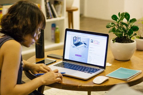 picture of woman writing in front of laptop - SmarketryBlog Strategic Content Marketing - photo by  Tran Mau Tri Tam/Unsplash